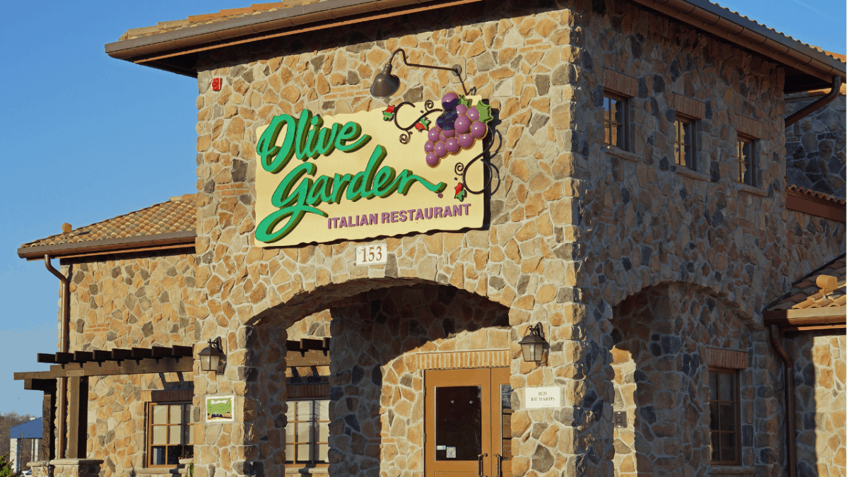 Keto Olive Garden Guide: The Best Low Carb Olive Garden Orders!